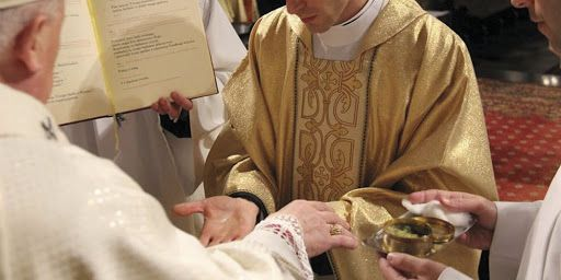 Read more about the article W sobotę 22 maja podczas Mszy o godz. 11.00 bp Edward Dajczak udzieli święceń prezbiteratu czterem diakonom naszej diecezji.